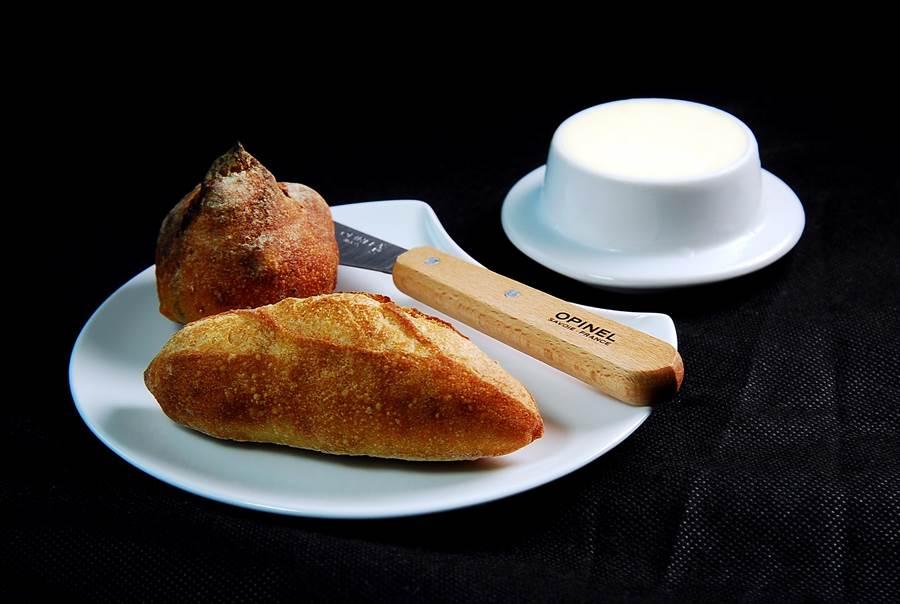 因認同Kai的理念,世界麵包冠軍主廚吳寶春,為他的餐廳特別烘製3款佐餐歐式麵包。(圖/姚舜攝)