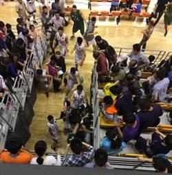 湖北黃石籃賽 中美球員與觀眾演出全武行