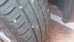 十多萬鐵釘掉地刺爆輪胎 彰化大塞車