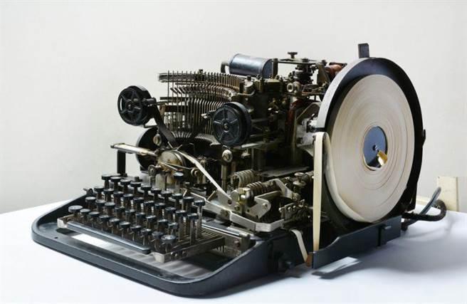 圖為羅倫茲電傳打字機的鍵盤部分。(圖/英國國家電腦博物館)