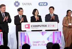 蔡總統出席2016台北國際電腦展 機器人Pepper搶鋒頭