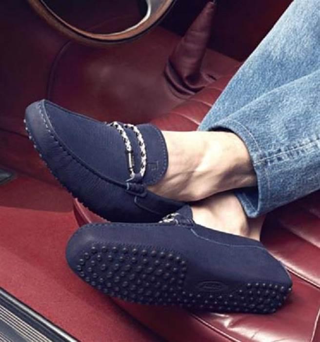 TOD'S皮革編織手環裝飾豆豆男鞋,建議售價22,800元。圖片提供/TOD'S