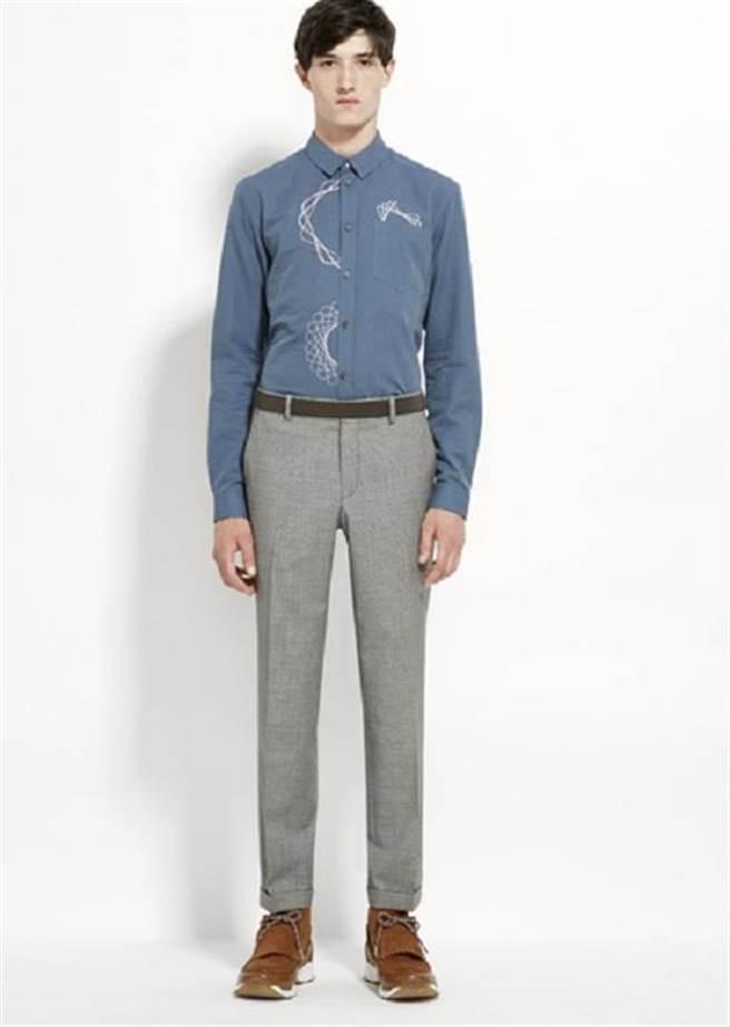 CARVEN在素色襯衫上加印塗鴉線條,成為整體穿著的亮點。圖片提供/CARVEN