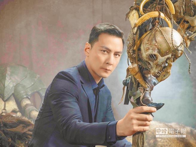 吳彥祖手持「古爾丹」的駭人法杖氣勢十足。