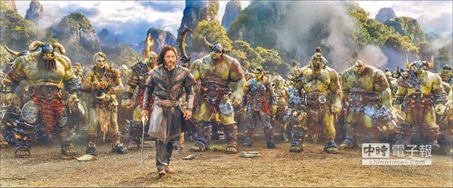 《魔獸:崛起》中人類慘遭獸人侵略,「洛薩」崔維斯費米爾是保家衛國的最後希望。