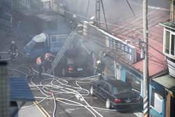 士林汽修廠遭祝融 濃煙直竄