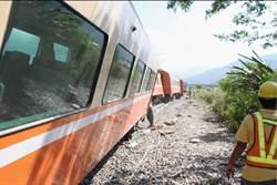 莒光號花蓮出軌 台鐵宣布延至明日清晨搶通