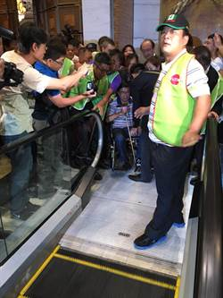 陳水扁「站起來了」 7點40分離開典華