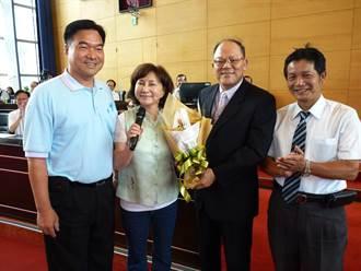 台中市警局局長蔡義猛7月退休 議員送花表祝福