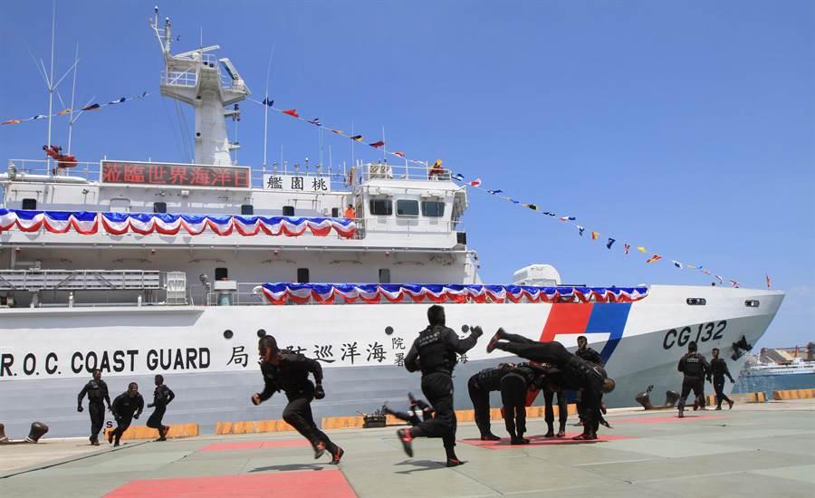 海巡特勤隊除具展現格鬥戰技本事,隊員各個精通潛水、救生、反恐、反爆破、射擊、格鬥等技能,還曾創下查緝走私槍械集團時,在水中埋伏60個小時的紀錄。(中時資料照)
