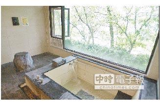 達利溫泉渡假會館提供多樣結合山景的湯屋。(陳志東攝)