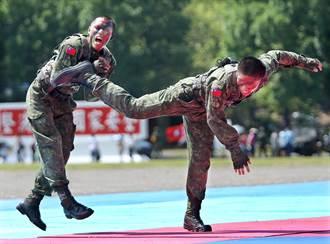 陸官營區開放 阿帕契展示和各項戰技操演