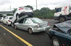 國道5車連環撞疊羅漢  無傷亡