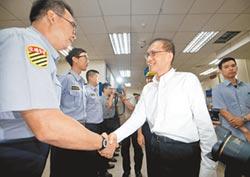 林揆訪中正一分局 警察要照程序走 政府會當後盾