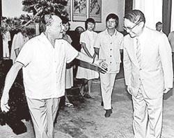 兩岸史話-一代武俠宗師金庸 終於回到大陸故土(十之六)