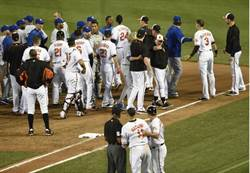 MLB》范圖拉砸人 馬恰多揍人全驅逐