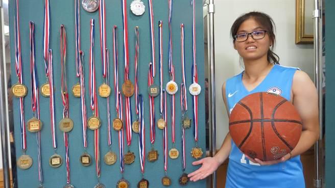 廖又萱熱愛體育運動,贏得獎牌無數。(鐘武達攝)