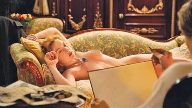 凱特溫絲蕾在《鐵達尼號》的露點畫面堪稱經典。(圖/翻攝網路)