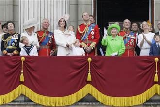 女王生日皇家閱兵夏綠蒂小公主首次參與 女王一襲螢光綠引起轟動