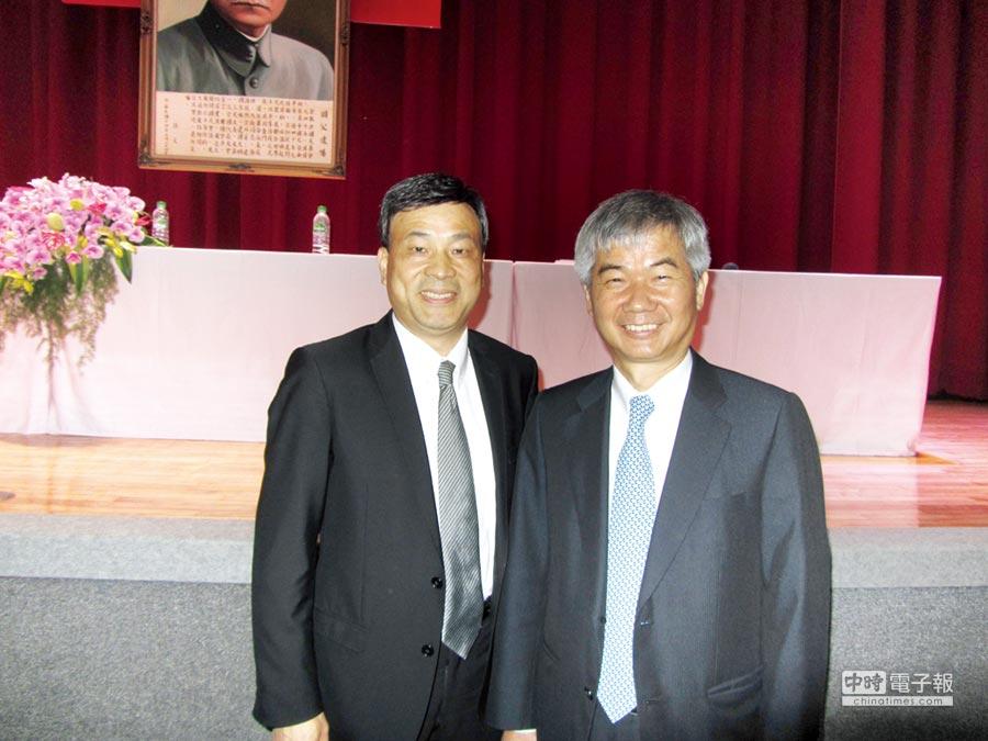 潤泰新董事長簡滄圳(左)和總經理李志宏,昨(14)日主持股東會。圖文/蔡惠芳