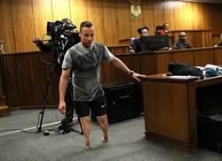 尋減刑 南非刀鋒戰士法庭上脫義肢行走落淚