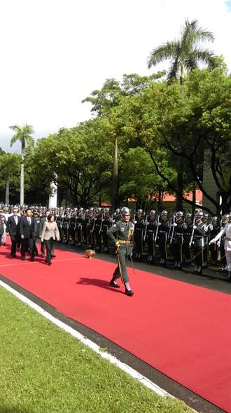 蔡英文參加陸官校慶 接受21響禮砲最高敬意