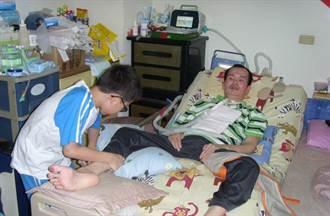 12歲童照顧漸凍人父親  孝心感動人