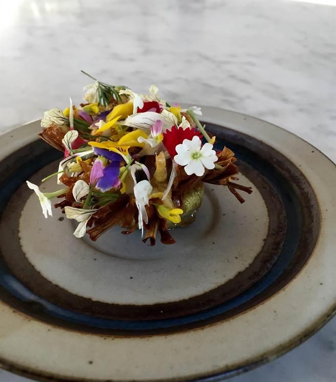 弗林.馬卡瑞詮釋的菜餚「花團錦簇」。(圖/台北晶華酒店)