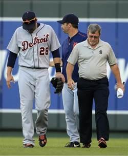 MLB》他接球撞牆 竟然手肘骨折