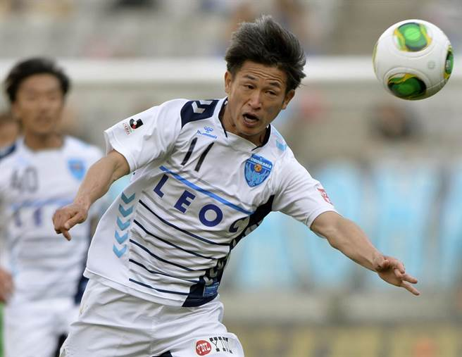日本足球界老牌球星三浦知良,年已49歲還能在J2聯盟進球。(美聯社資料照)