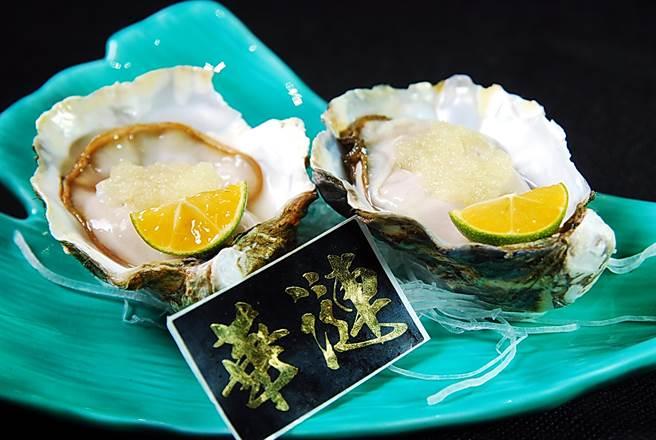 產於九州長崎的「華漣生蠔」,味道清鮮甘甜且口感有微微脆度,用醋漬蘋果泥搭配也是消暑美食。(圖/姚舜攝)