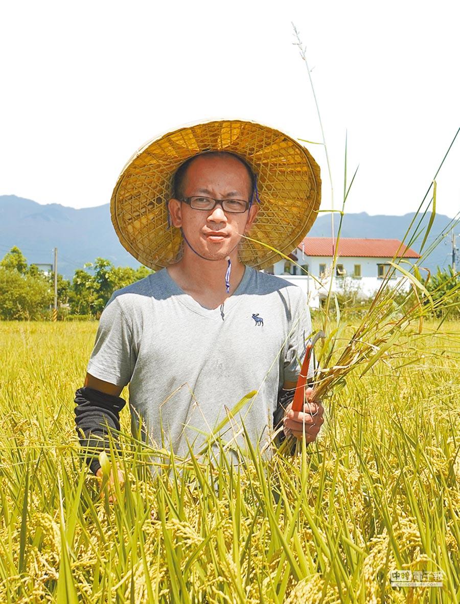 宜蘭縣政府推出「鼓勵國民從事農業工作就業獎勵試辦計畫」,40歲的謝芳裕來自台北,他希望和老農邊做邊學。(王亭云攝)