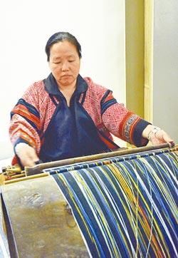 泰雅國寶 30年找回染織文化