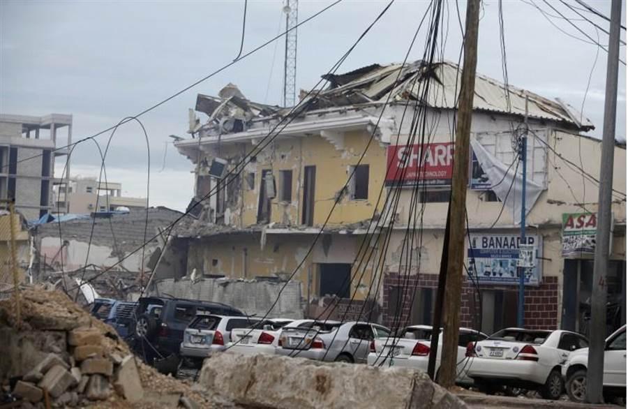 Nasahablod飯店遭炸彈攻擊後,現場殘破不堪。(圖/美聯社)