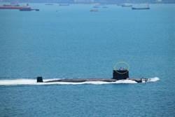 陸核潛艇掛國旗通過麻六甲照片曝光