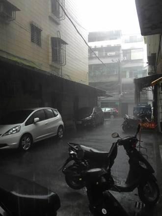 暴雨傾洩 內湖洗窗工人遭雷擊