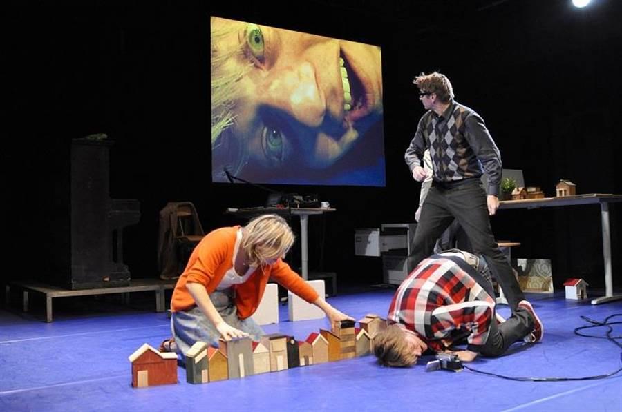 來自荷蘭的《愛狗日記》,呈現詩句視覺化的驚喜。(圖/臺北兒童藝術節提供)