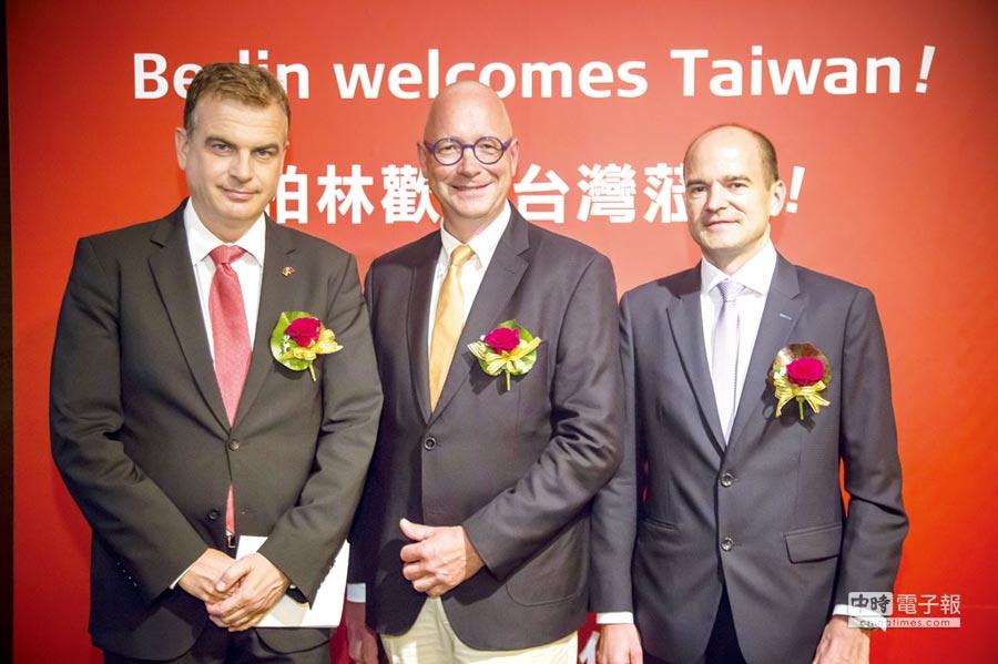 德國經濟辦事處處長賀安德(左起)、GfK零售暨科技部門消費電子全球總監Jurgen Boyny及IFA資深副總Dirk Koslowski,共同歡迎台灣造訪柏林。圖/陳昌博