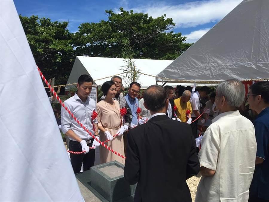 6月25日,林昶佐與鄭弘儀等台灣人出席台灣之塔的建碑儀式。(摘自林昶佐臉書)