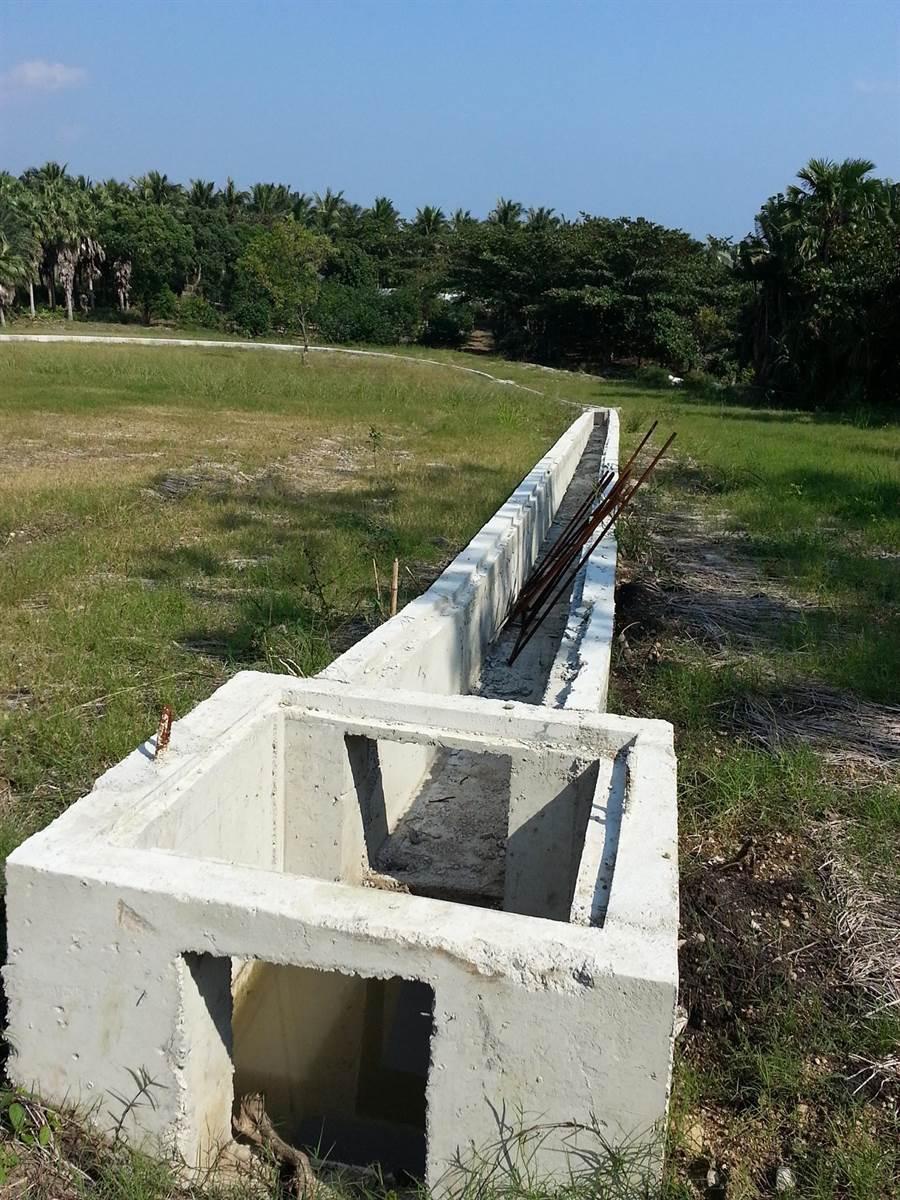 環團於棕櫚濱海渡假村開發案,拍攝到灌漿作水土保持工程。(地球公民基金會提供)
