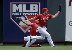 MLB》紅人外野手遭飛球擊中 變場內全壘打