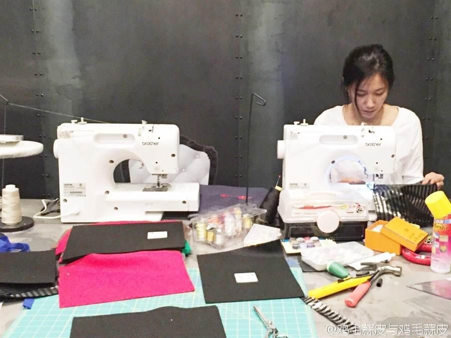 徐靜蕾在洛杉磯時無意報名了縫紉課,進而發現這才是最好的休息方式。(圖/取自徐靜蕾微博)