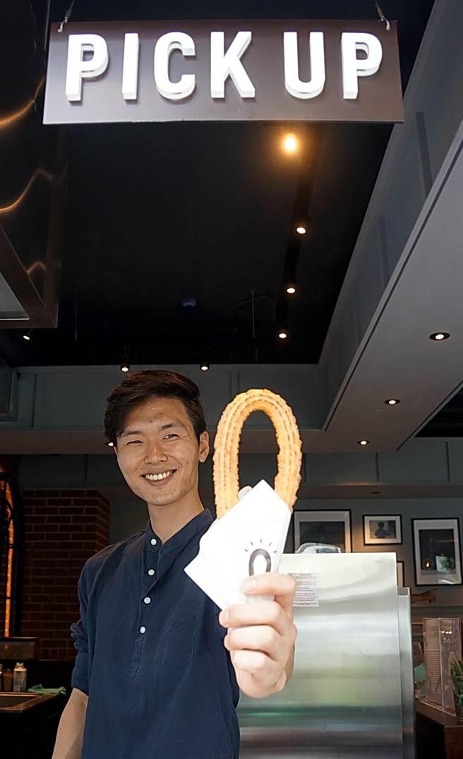 來自韓國的人氣吉拿圈專賣店〈Street Churros〉,以馬蹄鐵形狀的吉拿圈與多種吃法,在韓國快速竄紅,如今並已在台北開店。(圖/姚舜攝)