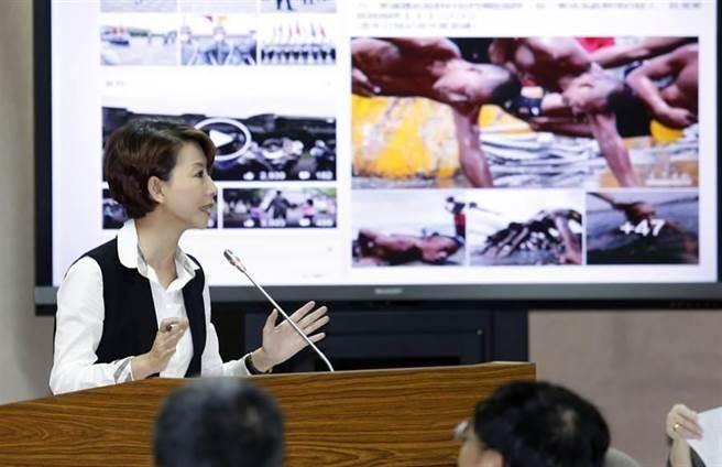 民進黨立委陳亭妃之前在立法院質疑蛙人部隊被操到流鼻血、還要綁著手游泳,這樣很難募到兵,被網友熱議。(資料照/姚志平攝)