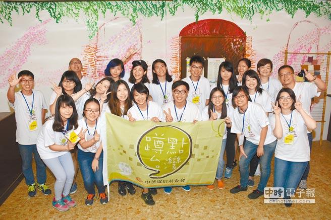 中華電信基金會「蹲點青年培力工作坊」關懷活動,昨天在南投竹山開跑,21名學員用最大的熱情與感動,走入偏鄉紀錄與服務。(沈揮勝攝)