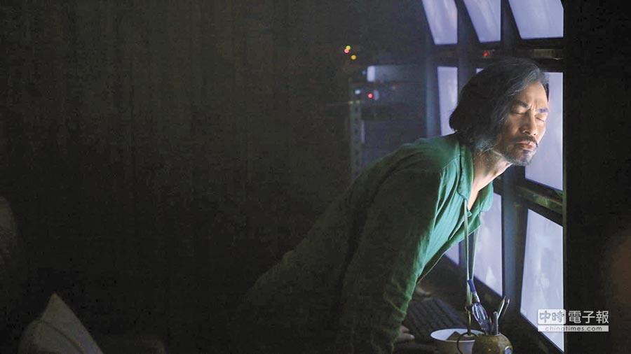 任達華在劇中飾演變態房東。