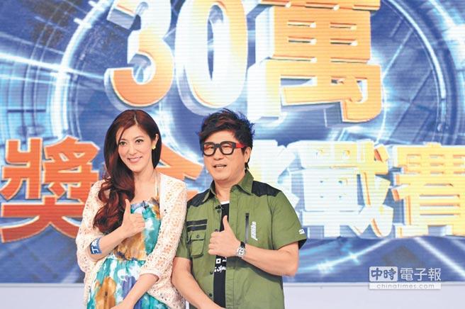 胡瓜(右)與丁柔安2014年登記結婚,夫妻感情甜蜜。(資料照片)