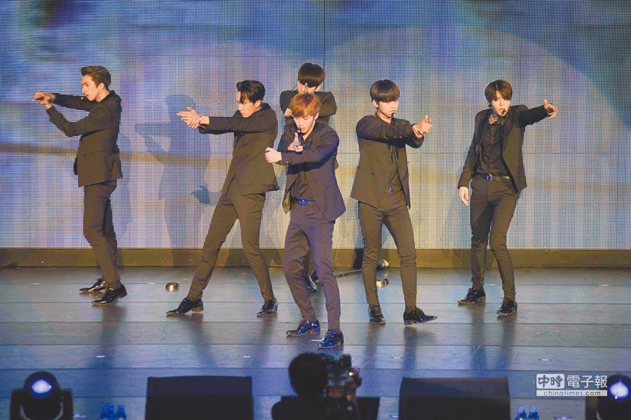 韓國6人男團VIXX3日在台北國際會議中心開唱。