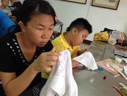 男女小學生磨心志 同做女紅刺繡