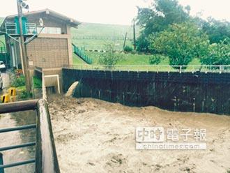 尼伯特颱風侵台 阿公店水庫防淤排砂